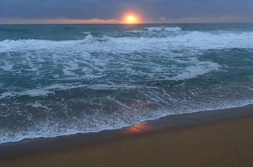 Stormy dawn at Flat Rock Beach